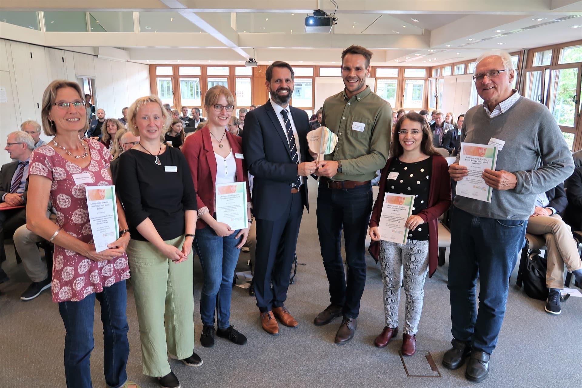 Biotopenverbund Grasland Preisübergabe durch Umweltminister Olaf Lies